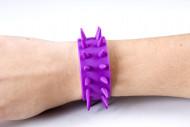 Nietenarmband violett