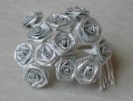 12 kleinen Rosen silber Lurex