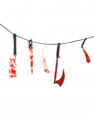 Girlande aus blutigem Werkzeug