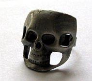 Gothic Totenkopfring grau 2 cm